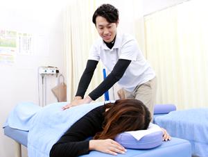 腰痛施術風景